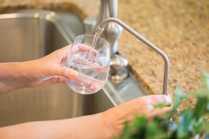 Sterilizatorul cu ultraviolete pentru sistemul de osmoza a apei